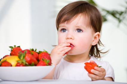 bambina-frutta
