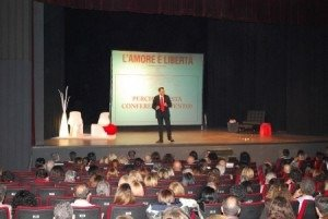 """Teatro Ambasciatori: """"L'amore è libertà""""."""
